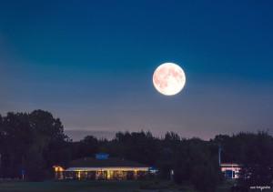 Clubhaus Bremer Schweiz mit Mond